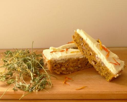 Mrkvový koláč s komonicí lékařskou